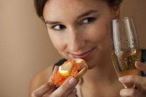 girl canape and drink